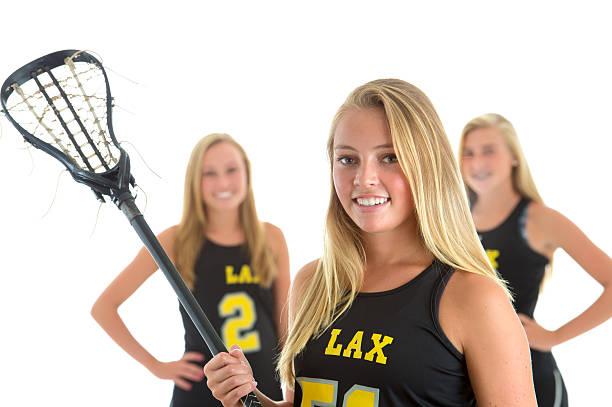 piękne dziewczynki gry w lacrosse kapitan zespołu, studio portret - kij do gry w lacrosse zdjęcia i obrazy z banku zdjęć