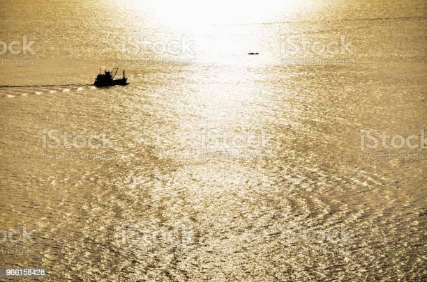 Vackra Guld Solljus Till Sjöss-foton och fler bilder på Abstrakt