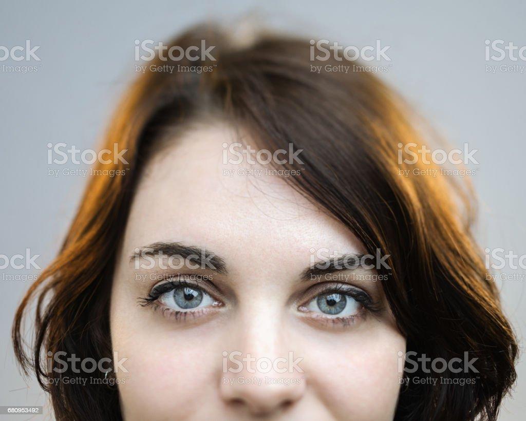 Schönen grauen Augen einer Frau – Foto