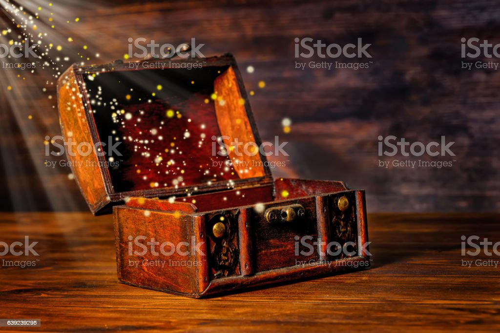 beautiful greeting card of opened vintage chest treasure - foto de acervo