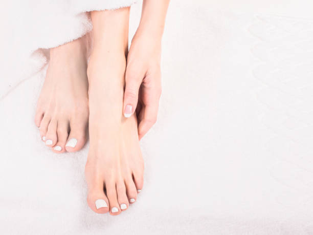 beautiful hands and feet of healthy women on bed - pedicure foto e immagini stock
