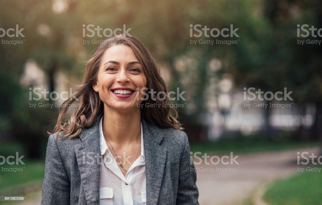 Schöne glückliche Frau – Foto