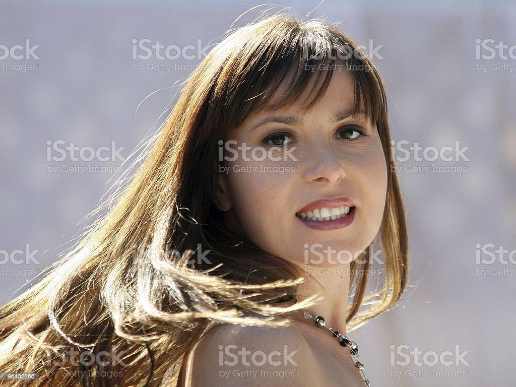 美しい幸せな女性 - カラー画像のロイヤリティフリーストックフォト