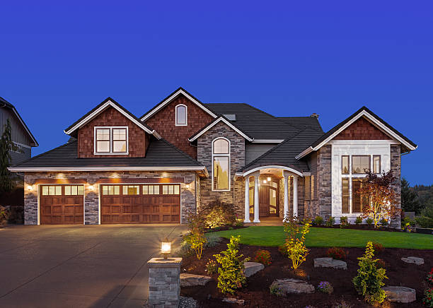 Beautiful Home Exterior at Night Front elevation of luxury home in evening dusk stock pictures, royalty-free photos & images