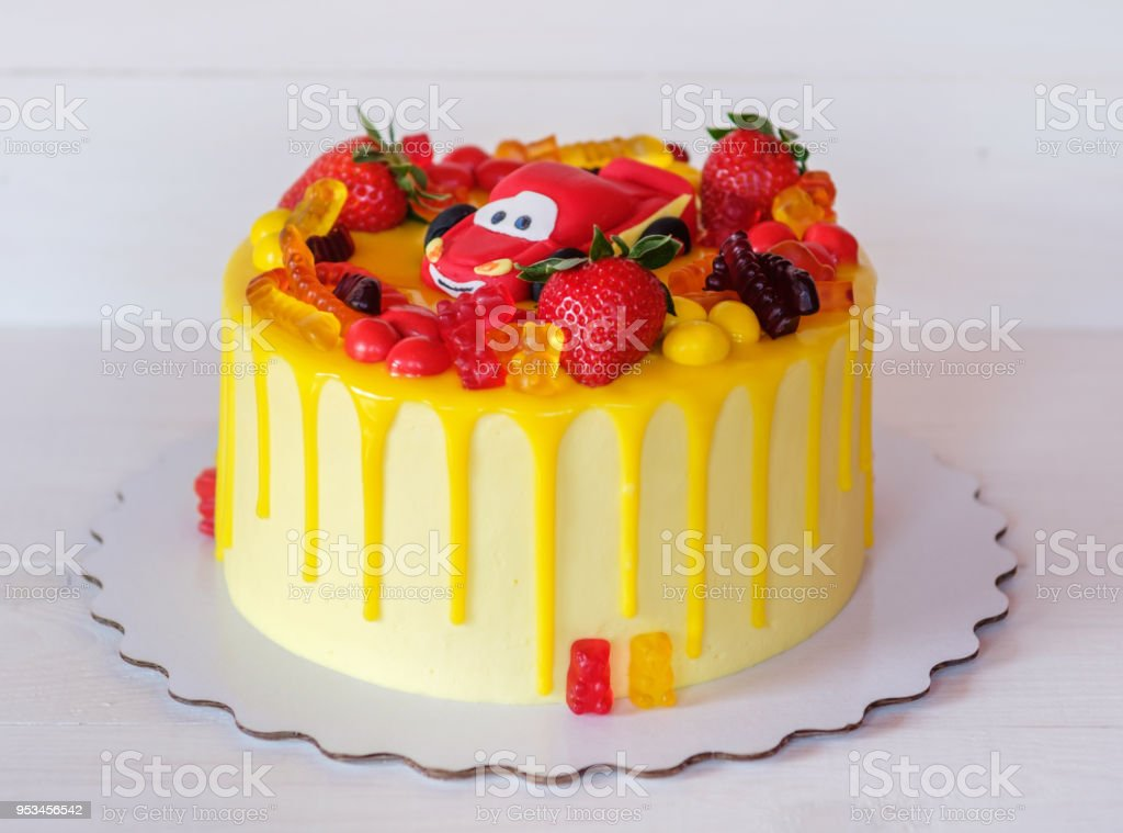 Schone Hausgemachte Baby Kuchen Mit Leuchtend Gelbe Creme Stock