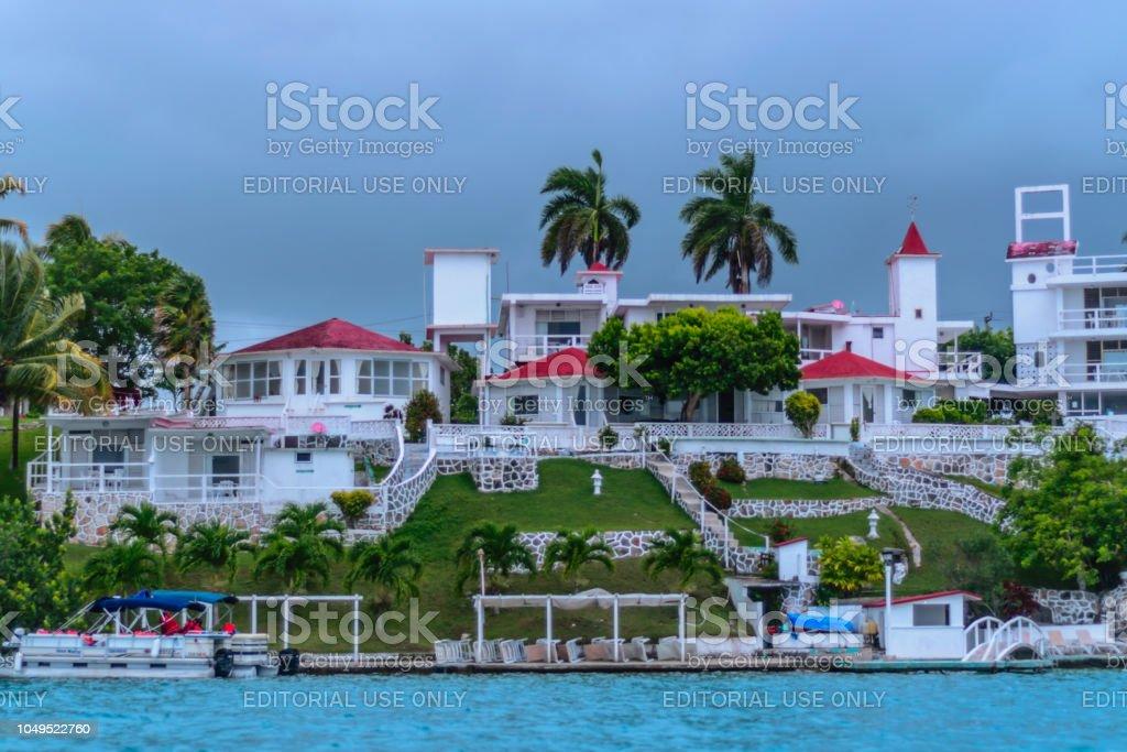 Hermoso hotel en el lago de Bacalar - foto de stock
