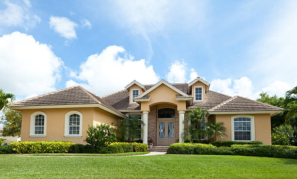 """Beautiful House in Florida """"Beautiful, luxurious House with nice landscaping  in Florida"""" southern usa stock pictures, royalty-free photos & images"""
