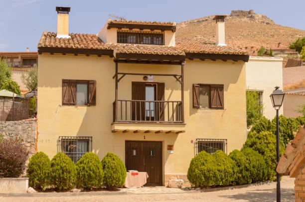 Schönes Haus renoviert und in eine Keramikwerkstatt aus dem 19. Jahrhundert in Hita umgewandelt. – Foto