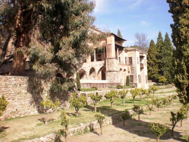 Schöner Innenhof und Gebäude des Klosters De San Jeronimo De Yuste In Yuste. – Foto