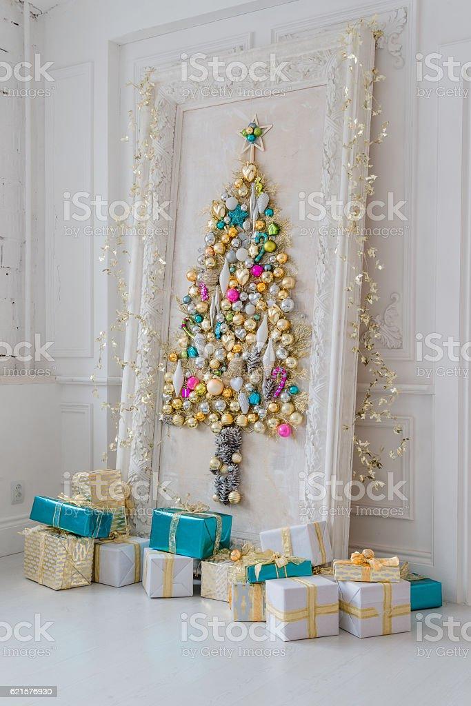 Beautiful interior living room decorated for Christmas. Big mirror frame photo libre de droits