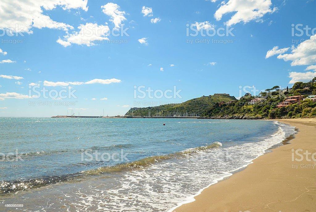 photo de magnifique plage de porto ercole italien tuscany image libre de droit istock. Black Bedroom Furniture Sets. Home Design Ideas