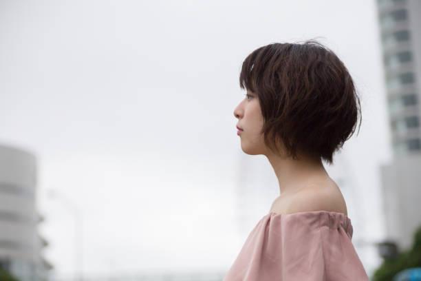 美しい日本の女の子 - 女性 横顔 日本人 ストックフォトと画像