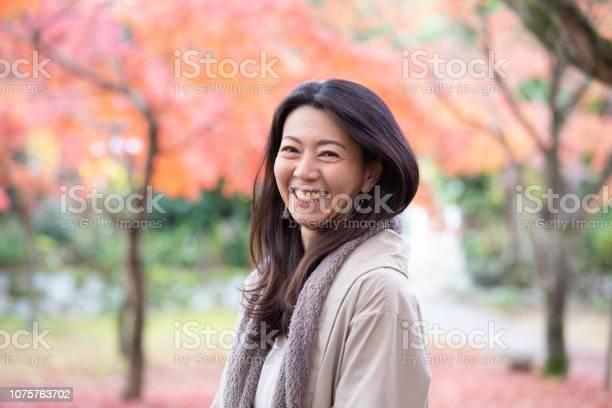 Beautiful japanese woman enjoying autumn picture id1075763702?b=1&k=6&m=1075763702&s=612x612&h=3y27iepwpeezhckpqgg3mhdbtsbcmidnpwvh55pf6zk=