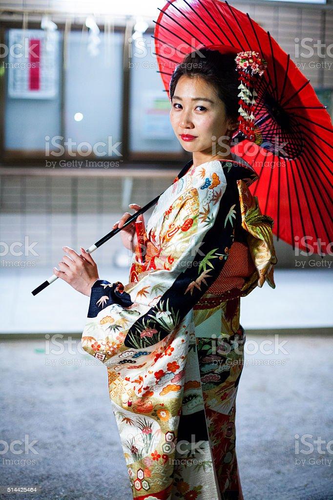 Fotografía de Hermosa Mujer Con Kimono Japonés En Tokio Japón y más ...