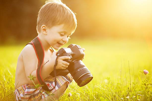 Beautiful kid boy holding a dslr camera in park picture id483712390?b=1&k=6&m=483712390&s=612x612&w=0&h=6o3 i473vaesspcp d706op5 gfusor 8l9yzi b g0=
