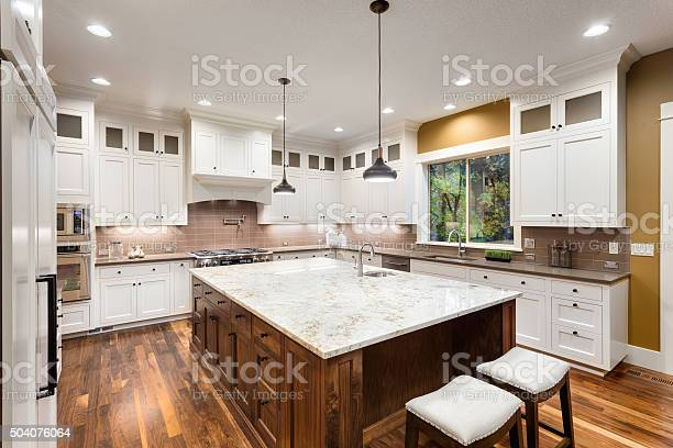 Beautiful kitchen in luxury home picture id504076064?b=1&k=6&m=504076064&s=612x612&h=by6 sod5lld2hnwy3hr9gihecbo3ynimiloztlrfdac=