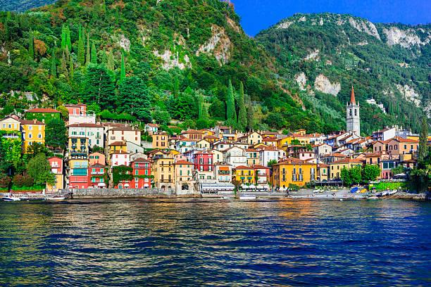 beautiful  lago di como - pictorial varenna vilage - como italië stockfoto's en -beelden