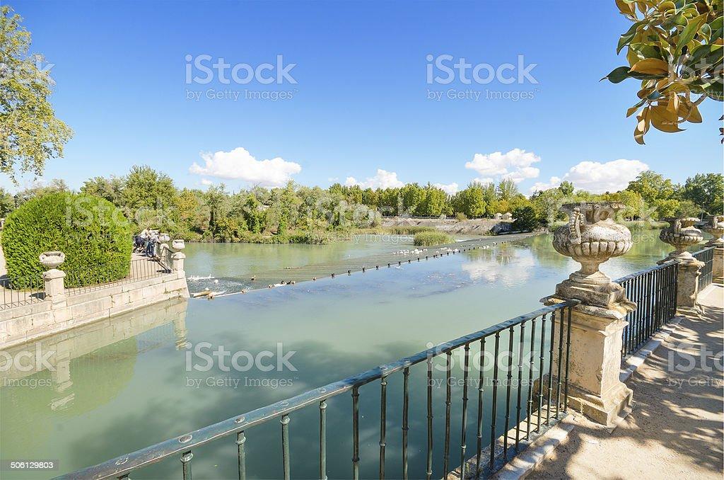 Hermoso lago en Aranjuez royal palace garden. - foto de stock