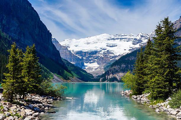 beautiful lake louise - lake louise stockfoto's en -beelden