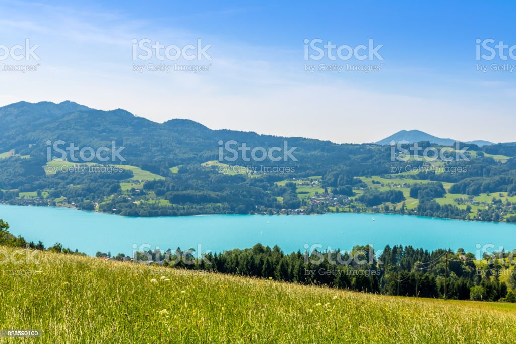 Schöne Landschaft am Attersee im Salzkammergut in Österreich Steinbach – Foto