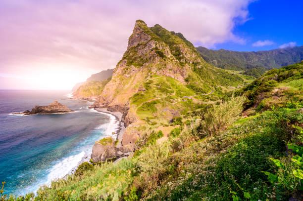 Wunderschöne Landschaftslandschaft der Insel Madeira - Blick vom Miradouro de Sao Cristovao an der Nordküste, Sao Vicente bei Boaventura, Portugal – Foto
