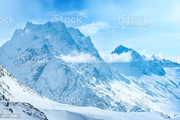 Beautiful landscape winter snow covered of dombaj mountain peaks picture id621109862?b=1&k=6&m=621109862&s=612x612&h=2krfgf51c  lfplsy3hdy0gcrw5drnojfv0 a8ljxo0=