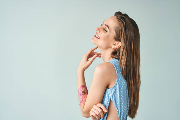 Schöne lachende Frau Profilportrait mit Kopierraum – Foto