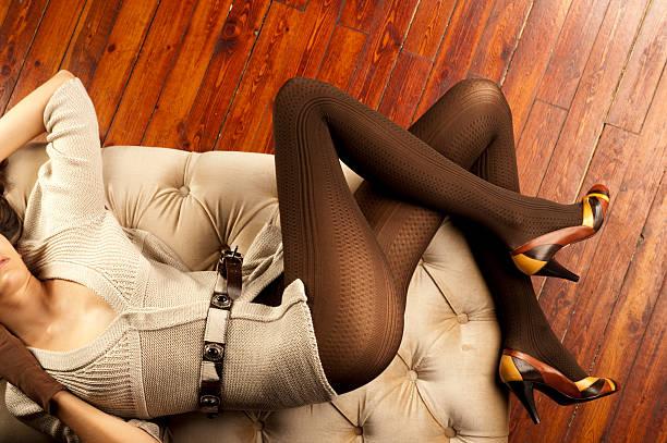 schöne beine - damen rock lang stock-fotos und bilder