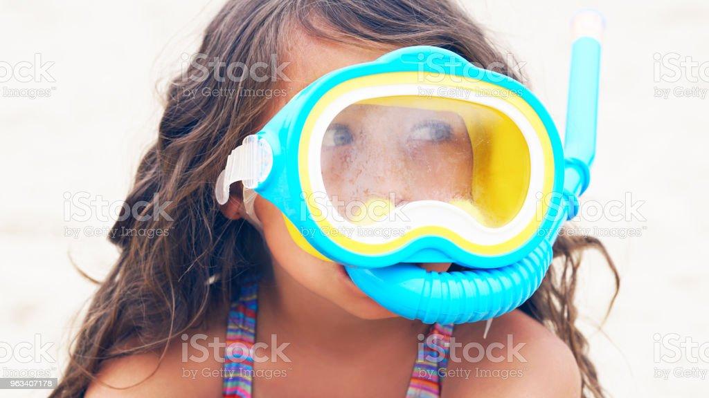 Beautiful little girl playing on the seacoast in mask for swimming - Zbiór zdjęć royalty-free (Białoruś)