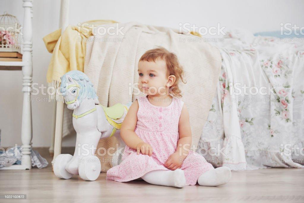 Wunderschönes Kleines Mädchen Spielen Spielzeug Blauäugige Blondine