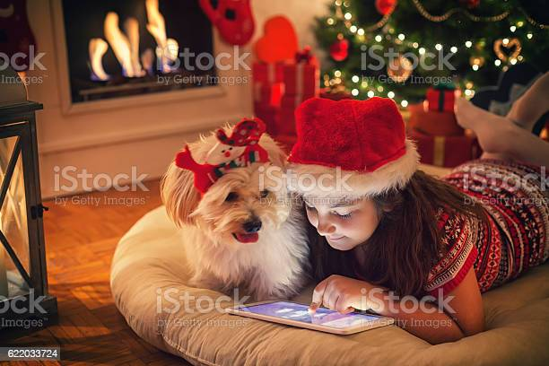 Beautiful little girl using digital tablet on christmas night picture id622033724?b=1&k=6&m=622033724&s=612x612&h=sfqquogwgpg1cjmni1iohatx dxd2foy8m7n4iepvzs=
