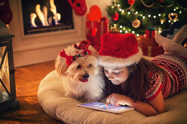 Beautiful little girl using digital tablet on christmas night picture id622033724?b=1&k=6&m=622033724&s=612x612&w=0&h=8jci05kn6c6igxz5ayt6kyy4o1osazoak4f7xhewz0o=