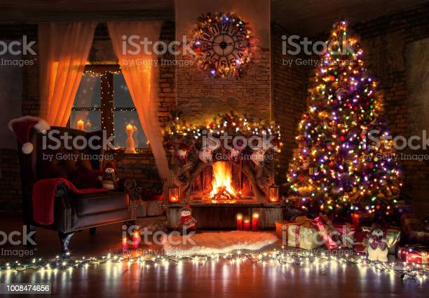 Beautiful living room with fire place decorated for christmas picture id1008474656?b=1&k=6&m=1008474656&s=612x612&h=bdpkqsnoliofsvbf53llrgp91622xfafnk3gmenrdb8=