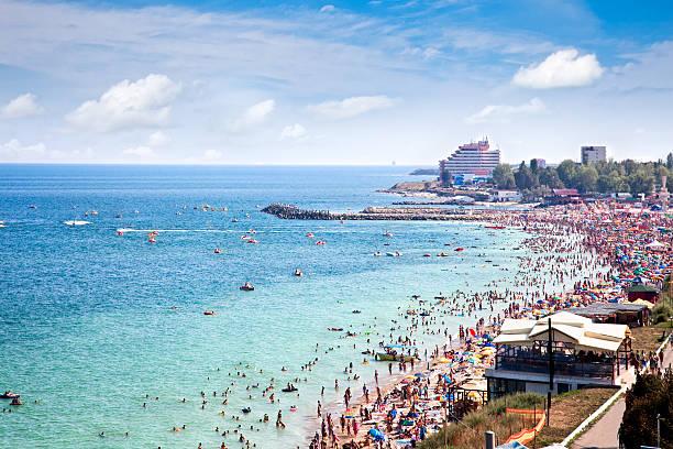 magnifique longue plage de sable de costinesti, roumanie - roumanie photos et images de collection