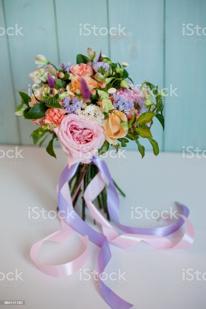 beautiful lush bouquet with roses, turquoise background, gift foto stock royalty-free