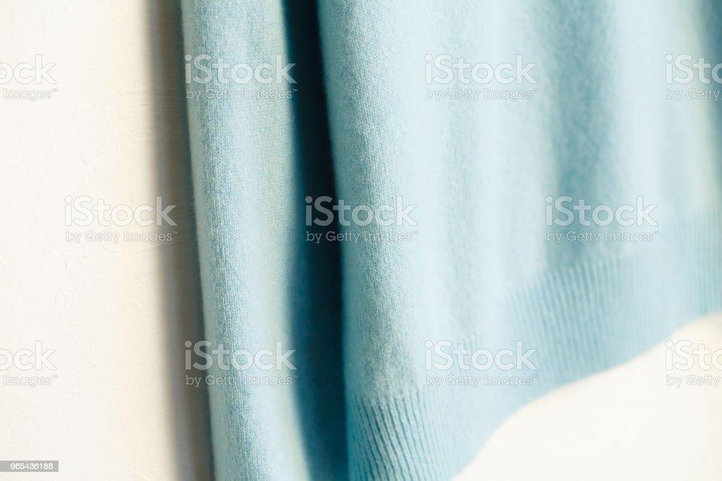 Beau, luxueux, tricot pull en bleu clair, automne, hiver, chaud. - Photo de A la mode libre de droits
