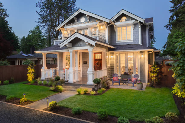 beautiful luxury home exterior at twilight - house imagens e fotografias de stock