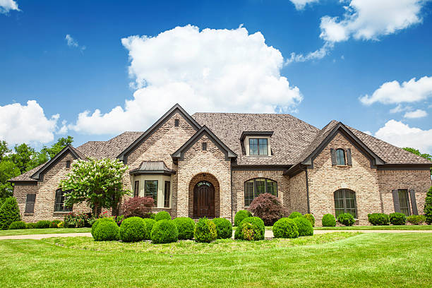 beautiful mansion with a green yard - large stock pictures, royalty-free photos & images
