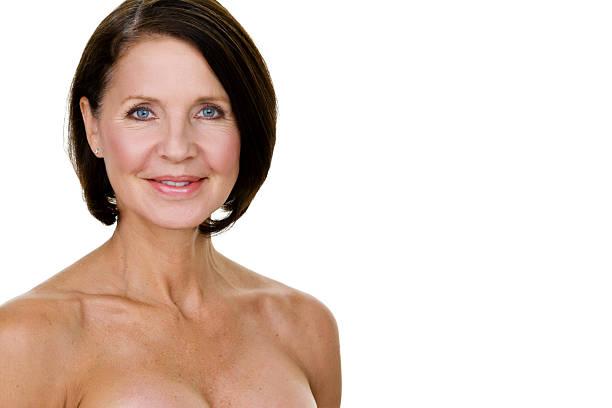 hermosa mujer madura - desnudos fotografías e imágenes de stock