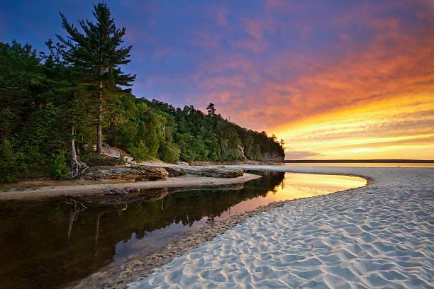 wunderschöne michigan landschaft. - lake michigan strände stock-fotos und bilder