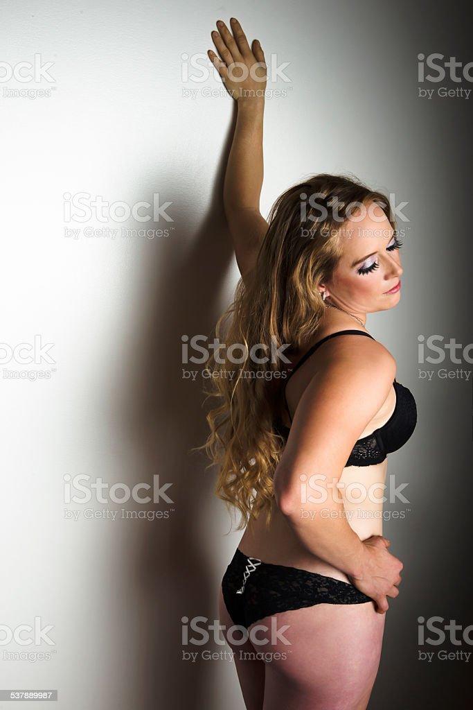 f00743cc4ac72b Schöne Mitte Erwachsene Frau mit schwarzen sexy Dessous Lizenzfreies  stock-foto