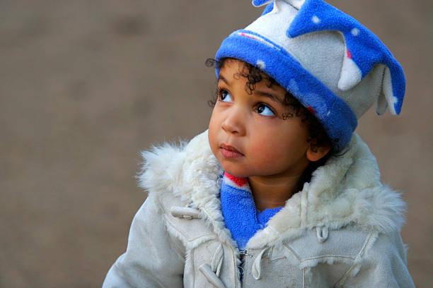 Bella razza mista afroamericana ragazza bambino femminile - foto stock