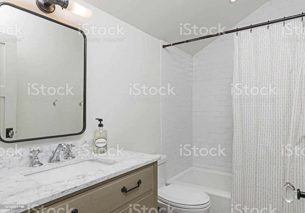 Wunderschöne Moderne Badezimmer Stockfoto und mehr Bilder von ...