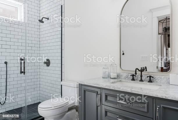 Beautiful modern bathroom picture id948043728?b=1&k=6&m=948043728&s=612x612&h=gbfgf1bgsstyvpfalzfuexvb 7kpan 3ida e92n8ni=