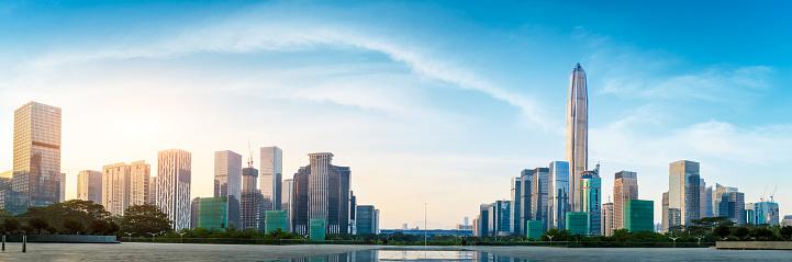 Vackra Moderna City Skyline Panorama I Shenzhen-foton och fler bilder på Arkitektur