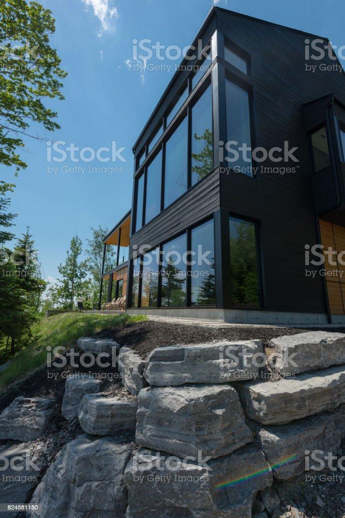 Schönes Modernes Haus Im Wald. Lizenzfreies Stock Foto