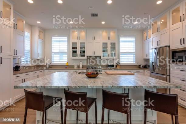 Beautiful modern kitchen picture id910626166?b=1&k=6&m=910626166&s=612x612&h=v5udt7dsvttrnmn7o2dezibowuynfrr ghstvury4oa=