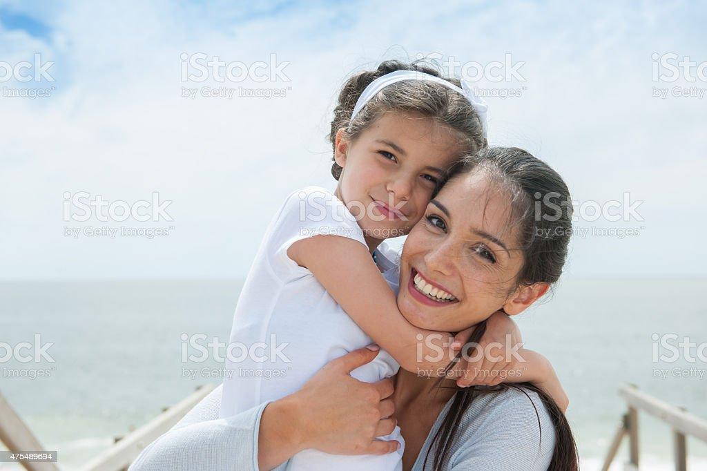 Красивая мама на камеру
