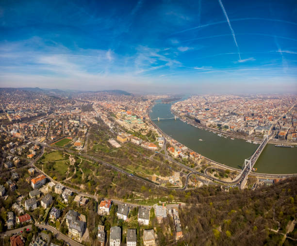 Schönes Morgenfoto von Budapest. Blick auf den Königspalast der Habsburger, die Donau und die Szecheny-Kettenbrücke. Ungarn. – Foto
