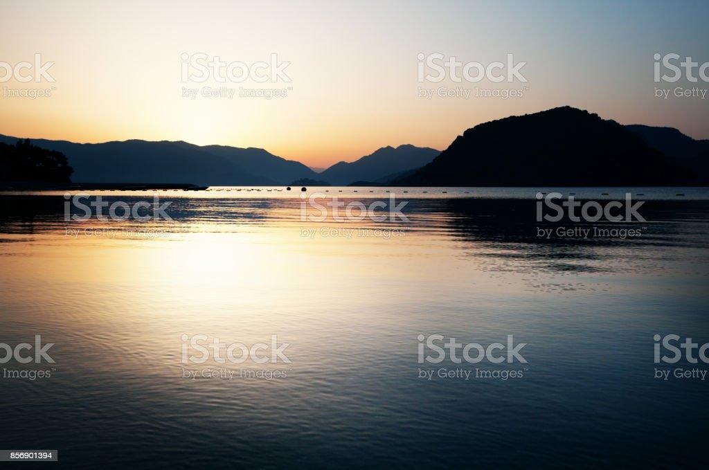 Schönen Guten Morgen Seelandschaft Mit Bergen Im Hintergrund